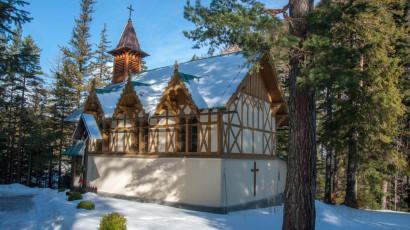 Tatranská Kotlina, drevený rímskokatolícky kostol | Hotel Slovan ***