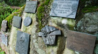 Symbolický cintorín pod Ostrvou | Hotel Slovan ***