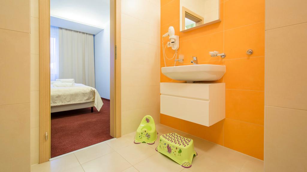 Apartmány Vysoké Tatry. Izba Apartmán Family Hotel SLOVAN. Rodinný Apartmán Tatranská Lomnica.