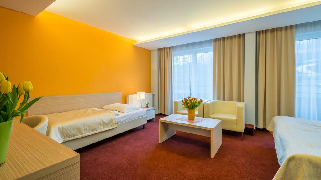 Prísteľková izba PLUS Tatry. Priestranné izby Vysoké Tatry. Ubytovanie s rodinou v Tatrách. Hotel Tatranská Lomnica.